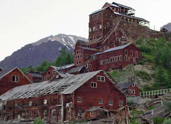 A concentration mill in an abandoned mining town in the Kennecott Historic District of Wrangell St. Elias National Park, via Richard Droker.